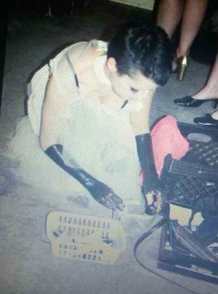 Old picture of Amy, my favourite, showing her with vinyl or black paint up to her elbows and short black hair